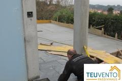 Acera-de-pizarra-en-esta-urbanización-exterior-A-Coruña-Vigo