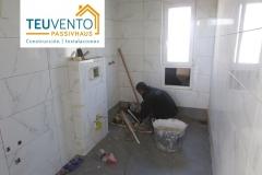 Alicatando baño en esta vivienda nueva de Lorbé. TEUVENTO.COM. Subvenciones 2019