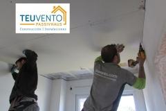 Colocando techo de pladur en esta vivienda nueva. Trabajando en equipo. Última semana para subvenciones 2019 particulares Renovables