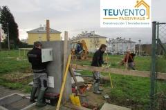 Conectando el cuadro de obra y preparándonos para iniciar la excavación en una vivienda PASSIVHAUS. TEUVENTO.COM. Todos los gremios en plantilla