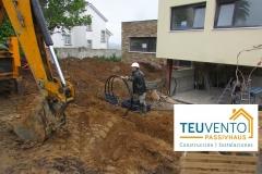 Empezando el acondicionamiento exterior en esta vivienda nueva. Subvenciones fotovoltaica empresas 45% en TEUVENTO