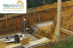 Encofrando-muros-en-esta-PASSIVHAUS.-Urbanización-PASSIVHAUS-PREMIUM-MIÑO-y-Viviendas-de-Catálogo...