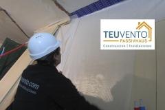 Colocando lámina de hermeticidad en una Passivhaus