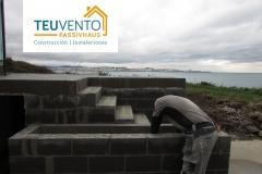 Impermeabilizando-jardineras-interiores-en-el-contorno-de-una-piscina-infinita-Coruña-Vigo
