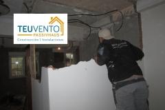 Iniciando demolición en una vivienda de Oza. TEUVENTO.COM. Convocatorias a subvenciones 2019 abiertas