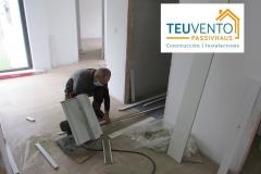 Instalación-de-tarima-y-zócalo-en-nueva-edificación-Coruña-Vigo