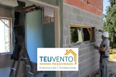 Instalamos-primera-cara-de-pladur-interior-al-tiempo-que-nos-preparamos-para-instalación-de-ventanas-Coruña