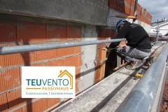 Instalando marcos para recibir las ventanas de triple vidrio en esta #PASSIVHAUS. EFICIENCIA ENERGÉTICA EN CONSTRUCCIÓN E INSTALACIONES