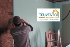 Instalando placas de pladur por delante del aislamiento la rehabilitación energética de una unifamiliar. TEUVENTO.COM Eficiencia Energética en Construcción e Instalaciones