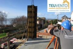 Marcando-altura-de-hormigonado-de-pilares-en-esta-vivienda-nueva.-Subvenciones-para-Rehabilitación-y-Renovables-Enero-2020-en-TEUVENTO