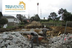 Piedra-con-hormigón-para-desviar-capa-freática-antes-de-la-cimentación-Coruña-Vigo