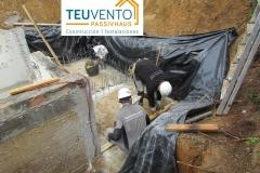 Preparando-esperas-para-el-vaso-de-compensación-en-esta-reforma-de-piscina-desbordante-Coruña