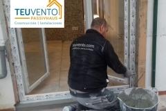 Remates de contorno e impermeabilización tras instalación de ventanas en esta rehabilitación. SIN PARAR CON TODOS LOS GREMIOS EN PLANTILLA