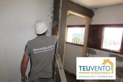 Revocando-pared-de-ladrillo-en-una-reforma-completa.-TEUVENTO.COM-Subvenciones-Rehabilitación-2019