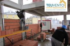 Tabicando con termoarcilla la planta baja de esta #PASSIVHAUS. TEUVENTO.COM. Convocatorias a subvenciones 2019 abiertas