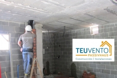 Tabicando-el-patinillo-de-instalaciones-de-sótano-a-planta-baja-en-esta-nueva-edificación-Coruña