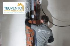 Tabicando patinillo de instalaciones en una vivienda convencional. TEUVENTO.COM. Subvenciones 2019 ya abiertas