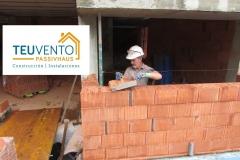 Trabajando-con-termoarcilla-rectificada-en-esta-PASSIVHAUS-Coruña-Vigo