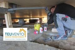 Trabajando conducciones bajo el forjado sanitario en una vivienda #PASSIVHAUS. TEUVENTO.COM. Subvenciones 2019