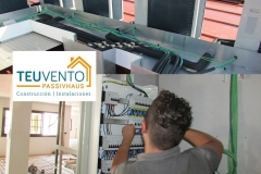 40% SUBVENCIÓN. Tras la conexión frigorifica, va nuestro equipo de electricistas a conectar alimentación y comunicación en un complejo de oficinas. TEUVENTO.COM. Eficiencia energética en Construcción e Instalaciones