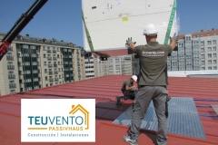 Bajando el recuperador de calor para una instalación en un Office Center de A Coruña. TEUVENTO.COM. Eficiencia energetica en Construcción e Instalaciones