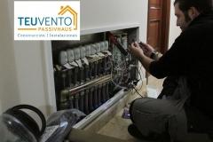 Cableando cabezales termostáticos para control domótico de temperaturas en un hotel. TEUVENTO.COM. Eficiencia Energética en Construcción e Instalaciones