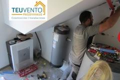 Comenzando-esta-mini-Sala-de-Instalaciones-bajo-escalera-en-esta-PASSIVHAUS.-Infórmese-en-TEUVENTO-sobre-subvenciones-rehabilitación-energética-2019