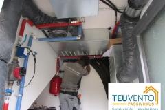 Cuarto-de-instalaciones-en-esta-PASSIVHAUS-bajo-escalera-y-todavía-queda-espacio-para-la-fotovoltaicacomunidades