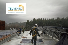 El-mal-tiempo-constante-nos-incomoda-en-los-trabajos-de-esta-Solar-Térmica-Pero-hay-que-seguir-Coruña-Vigo