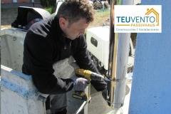 Finalizando instalación de chimenea para una hidrpoestufa de pellet. Subvención del 50%. TEUVENTO.COM. Eficiencia energética en Construcción e instalaciones