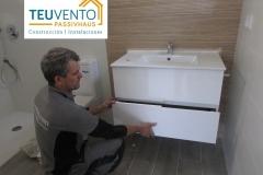 Finalizando-instalación-de-loza-y-muebles-de-baño-en-una-vivienda-a-finalizar-Coruña