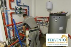 Finalizando-la-instalación-hidráulica-interior-es-esta-AEROTERMIA-Coruña-Vigo