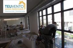 Instalación-de-aerotermia-con-equipos-interiores-sobre-suelo-técnico-para-local-de-oficinas-Coruña-Vigo