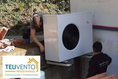 Instalación-de-módulo-exterior-de-alta-eficiencia-pendiente-tapado-de-tubos-aislados-con-chapa-de-aluminio-blanco-Coruña-Vigo