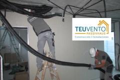 Instalando-tubería-para-recuperador-de-calor-en-esta-vivienda-PASSIVHAUS-antes-de-colocar-techo.-Adelántate-con-TEUVENTO-a-las-ayudas-IGVS-para-Rehabilitación-en-Galicia