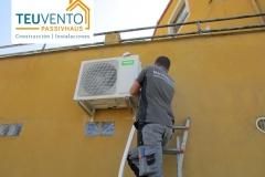 Instalando unidad de frío en una Clínica Veterinaria. TEUVENTO.COM. Vocación de servicio con todos los gremios en plantilla