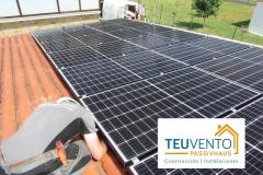 Panel-monocristalino-Black-Frame-en-esta-instalación-de-autoconsumo.-Financiación-fotovoltaica-8-años-sin-intereses-en-TEUVENTO