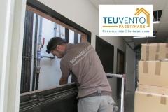 Pasando tubería de climatización por un patinillo en una instalación con varias VRF de alta eficiencia. TEUVENTO.COM. Eficiencia Energética en Construcción e Instalaciones