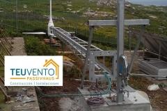 Todo a punto para elevar la torre del aerogenerador con medios manuales - sistema de poleas y tractel. TEUVENTO.COM. #AUTOCONSUMO. Todos los gremios en plantilla