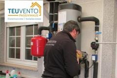 Trabajando la parte de electricidad en una instalación de bomba de calor qure incluye circuito hidráulico nuevo. TEUVENTO.COM. Eficiencia Energética en Construcción e Instalaciones